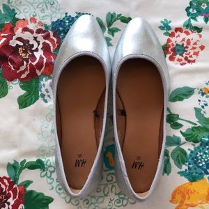 Silver Metallic Ballet Flats! 🌺 Size 5.5.